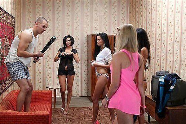Молодаярусская пара пригласила в гости молодого парня с большим членом и его жену русская порнуха